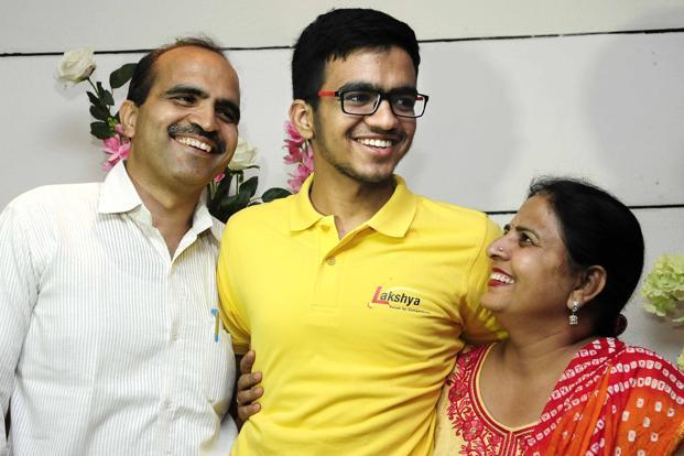 IIT JEE topper Sarvesh Mehtani with his parents
